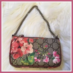 Gucci Blooms GG Mini Dry Rose Chain Wristlet